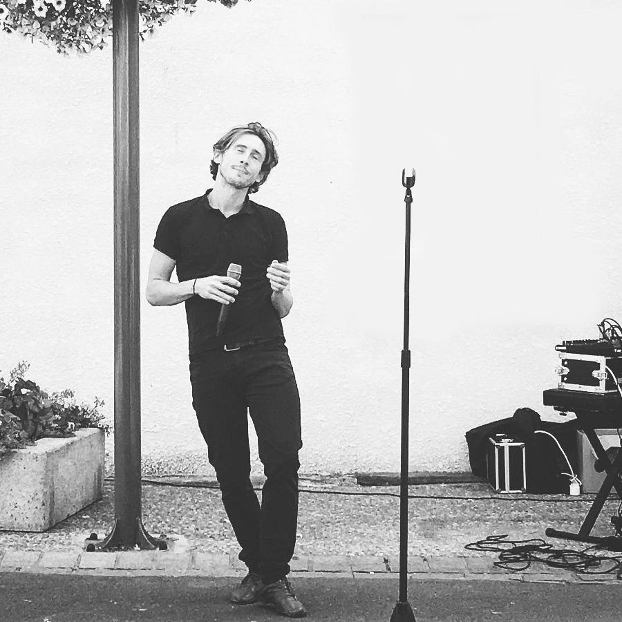 Allan Vermeer en concert variétés françaises et internationales